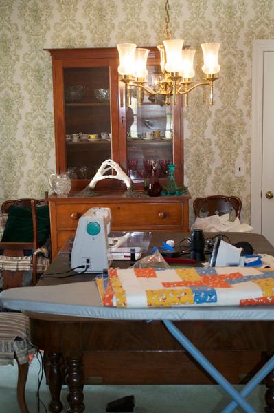 march-2011-thomas-knauer-sews-diningroom