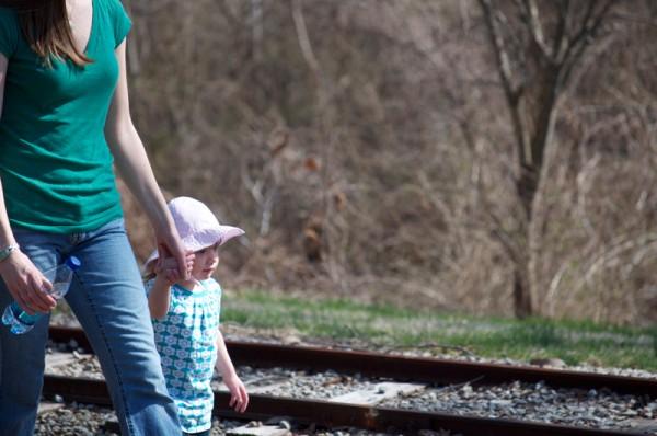 march-2011-thomas-knauer-sews-walking