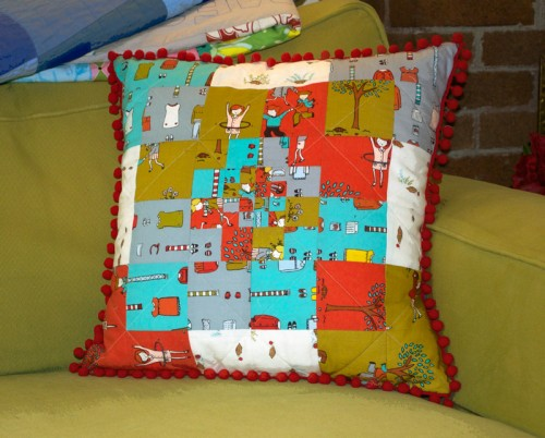 thomas-knauer-sews-little-apples-pillow-finished