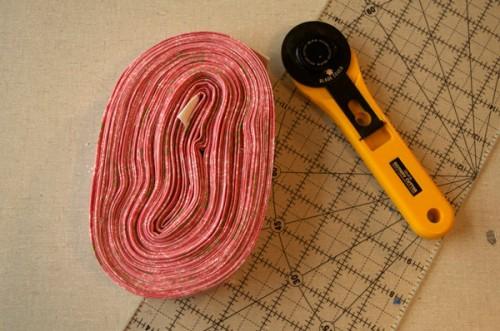 thomas-knauer-sews-binding-strips-2