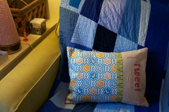 thomas-knauer-sews-tweet-pillow