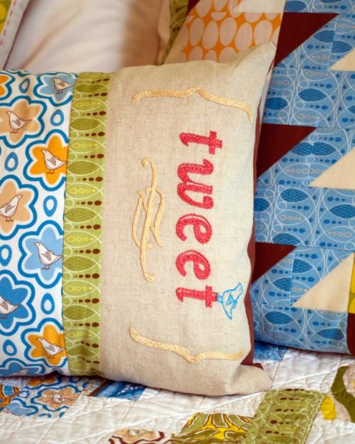 thomas-knauer-sews-tweet-pillow-detail